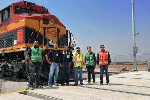 Los beneficios de tener un remolcador ferroviario en plantas automotrices
